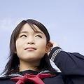 日本で、セーラー服は、女子学生の制服の象徴のようになっている。そもそもなぜ、セーラー服が女子学生の制服になったのか?(イメージ写真提供:123RF)