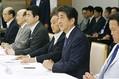 安倍首相が台風10号の接近に備え閣僚会議へ 予定早め山口から帰京
