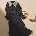 レースえりつき黒ワンピース 4,000円+税、ベージュバッグ 4,260円+税/ともにU dresser