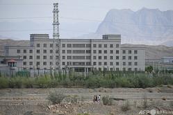 中国・新疆ウイグル自治区カシュガル北郊にある、イスラム系少数民族が収容されているとされる「再教育施設」(2019年6月2日撮影、資料写真)。(c)GREG BAKER / AFP