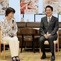 2019年3月、働き方改革の取り組みを視察するため、東京都中央区の「味の素」本社を訪れ、社員と懇談する安倍首相(代表撮影)