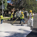 予想を上回る暑さに襲われているロサンゼルス 道路を白く塗装する対策