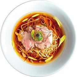 厳選した鶏を合わせたバランス抜群の淡麗系スープ