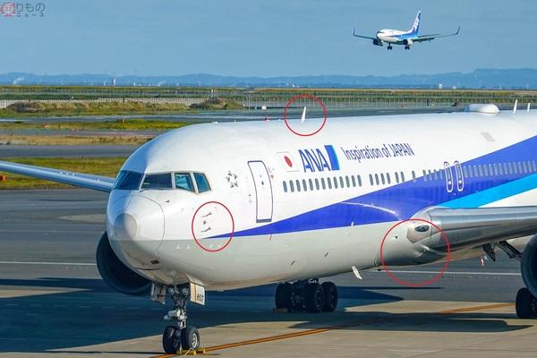 旅客機にトサカやヒゲ? 滑らかな機体になぜ突起物がたくさんあるのか 実は孔も多数