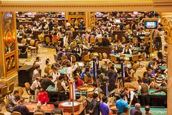 マカオの大型カジノ「ザ・ベネチアン・マカオ」の様子(写真=Steve Vidler/アフロ)
