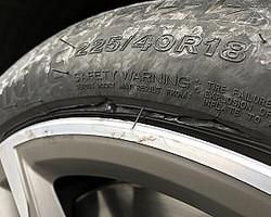 タイヤのサイドが切り裂かれていました