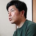「交通事故防止の活動は裁判後も続けたい」と語る松永さん。横には莉子ちゃん愛用のおままごと用キッチンセットが。