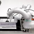 デンソーウェーブら3社が開発「書面に捺印」など自動化するロボット