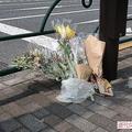 献花台を撤去したあとも供花が絶えない