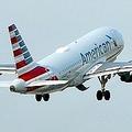 米アメリカン航空の旅客機(2019年5月3日撮影、資料写真)。(c)Daniel SLIM / AFP