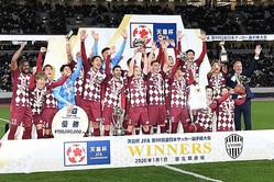 神戸は昨シーズン、鹿島との天皇杯決勝を制しクラブ史上初のタイトルを獲得した。写真:徳原隆元