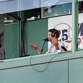 実況席に飛んできた打球に対しアナウンサーは…(写真はイメージ)【写真:Getty Images】