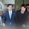 チョ国氏(左)は柳在洙氏への監察打ち切りを指示した疑惑が持たれている(コラージュ、資料写真)=(聯合ニュース)