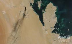 サウジアラビア東部にある石油施設2か所がドローン攻撃を受け、攻撃後に立ち上る黒煙を捉えた衛星写真。NASA Worldview提供(2019年9月14日入手)。(c)AFP=時事/AFPBB News