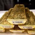 ドイツで撮影された金の延べ棒(2013年1月16日撮影、資料写真)。(c)FRANK RUMPENHORST / DPA / AFP