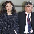 '15年10月、菊池桃子が「一億総活躍国民会議」の民間議員として首相官邸を訪れた際、新原浩朗氏は付き従うように背後を歩いていた