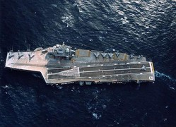 フランス海軍の空母「シャルル・ド・ゴール」(フランス海軍提供)
