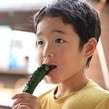 会計前の商品食べる子どもに驚き