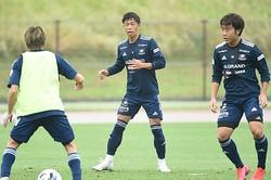 ようやく全体練習が再開し、喜田も「みんなが揃ってサッカーができる喜び」を感じ取ったという。(C)Y.F.M