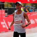 10月7日、シカゴマラソンで2時間5分50秒の日本新記録を出し、3位に入った大迫。(写真=AFP/アフロ)