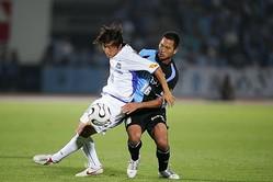 06年に圧倒的な攻撃力を誇った川崎(右)とG大阪(左)。写真の対戦(7月26日)では川崎が打ち合いの末に3−2で勝利した。(C)SOCCER DIGEST