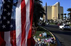 ラスベガスで前例のない数の死者を出す悲惨な銃乱射事件が起きた後、「怖い経済現象」が起きたのをご存じだろうか Photo:AFP/AFLO