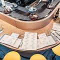 寿司の代わりにチーズが回る 回転チーズバーがロンドンに登場
