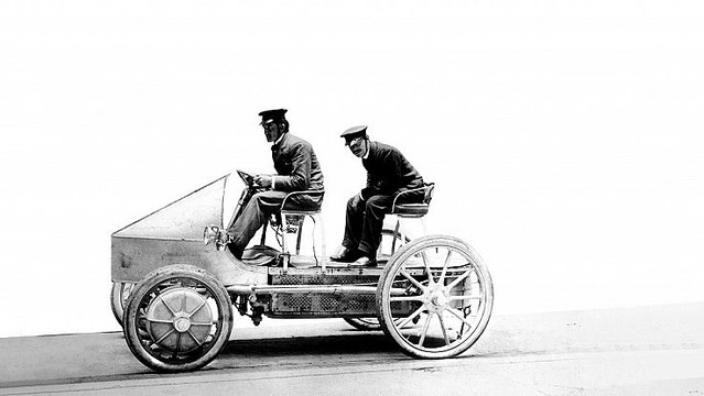 ポルシェが初めてデザインした車は電気自動車だった?
