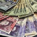 米ドルと英ポンド紙幣(2016年10月4日撮影、資料写真)。(c)Niklas HALLE'N / AFP
