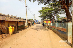 新型コロナウイルス感染予防措置として外出制限が敷かれ閑散とした、イスラム系少数民族ロヒンギャの難民キャンプ。バングラデシュ南東部コックスバザールにて(2020年4月9日撮影、資料写真)。(c)Mohammad Kalam / AFP