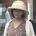 8月上旬、帽子を目深にかぶり、商店街で次男と買い物を楽しんでいた広末