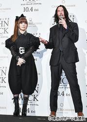 きゃりーぱみゅぱみゅ(左)とキアヌ・リーブス