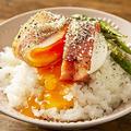半熟卵のベーコン巻き丼レシピ「あぁ…見た瞬間にお腹が空くやつ」