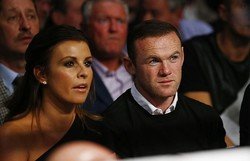 サッカー元イングランド代表2人の妻が対立、大衆紙へのリーク巡り