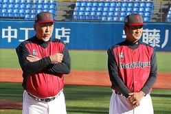 ワールドトライアウトで監督を務めた清原和博氏とコーチを務めた片岡篤史氏(左から)【写真:編集部】