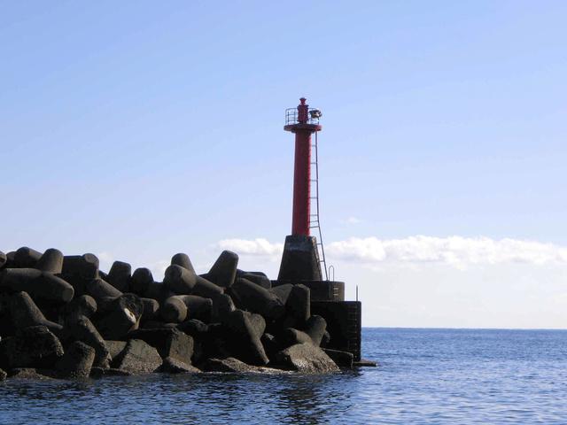 [画像] 真っ赤な灯台、一体どこ? 町の漁港に大きすぎる爪痕