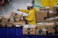 アマゾン、倉庫向け7.5万人雇用へ ワクチン接種なら追加支給も