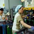 米国税関・国境警備局(CBP)は、中国の英騰集団(Hero Vast Group)から輸入したアパレル製品に対し、即日「差し押さえ令」を出したと発表した(STR/AFP/Getty Images)