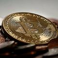 ビットコイン、史上最高値を6万3000ドルで更新 Coinbase上場直前