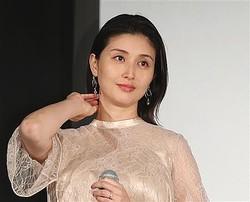 産後4週間で復帰した橋本マナミ 批判的な意見に「納得いかない」