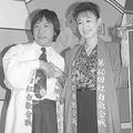 1989年の司会の武田鉄矢と三田佳子(共同通信社)