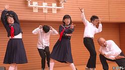 阿佐ヶ谷姉妹がセーラー服姿に!