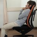 背筋を伸ばすのが「いい姿勢」ではない やりがちな悪い座り方