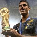 フランス代表のワールドカップ優勝に貢献したDFヴァランがバロンドールの最有力候補!?【写真:Getty Images】