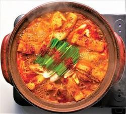 秘伝のスープがクセになる「赤から鍋」