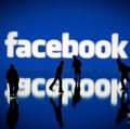 米フェイスブックのロゴ(2012年5月12日撮影、資料写真)。(c)Joel SAGET / AFP
