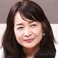 佐藤亮子(さとう・りょうこ)  高校まで大分県で育ち、津田塾大学進学。卒業後、大分県の私立高校で2年間英語教師として教壇に立つ。結婚後、夫の勤務先の奈良県へ移り、以降は専業主婦。3男1女を出産した。3兄弟が揃って、灘中・高等学校に進学し、東京大学理科3類に合格。長女も洛南高校付属中学、洛南高校に進んだのち、東大理3に現役合格。4人の子ども全員が東大理3に合格するのは非常にまれなケースで、その受験テクニックや子育て法に注目が集まる。現在、進学塾の浜学園のアドバイザーを務めながら、全国で講演活動を展開している。
