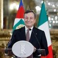 イタリアの首都ローマで、大統領との会合を終え記者会見したマリオ・ドラギ次期首相(2021年2月12日撮影)。(c)YARA NARDI / POOL / AFP