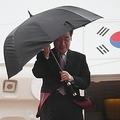 羽田空港に到着した李首相=22日、東京(聯合ニュース)