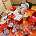 母がシャワー中、4歳児がスマホでマクドナルドを大量注文 ブラジル